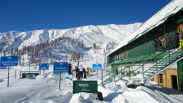 Gulmarg Gondola Mid-Station at 3'050 m